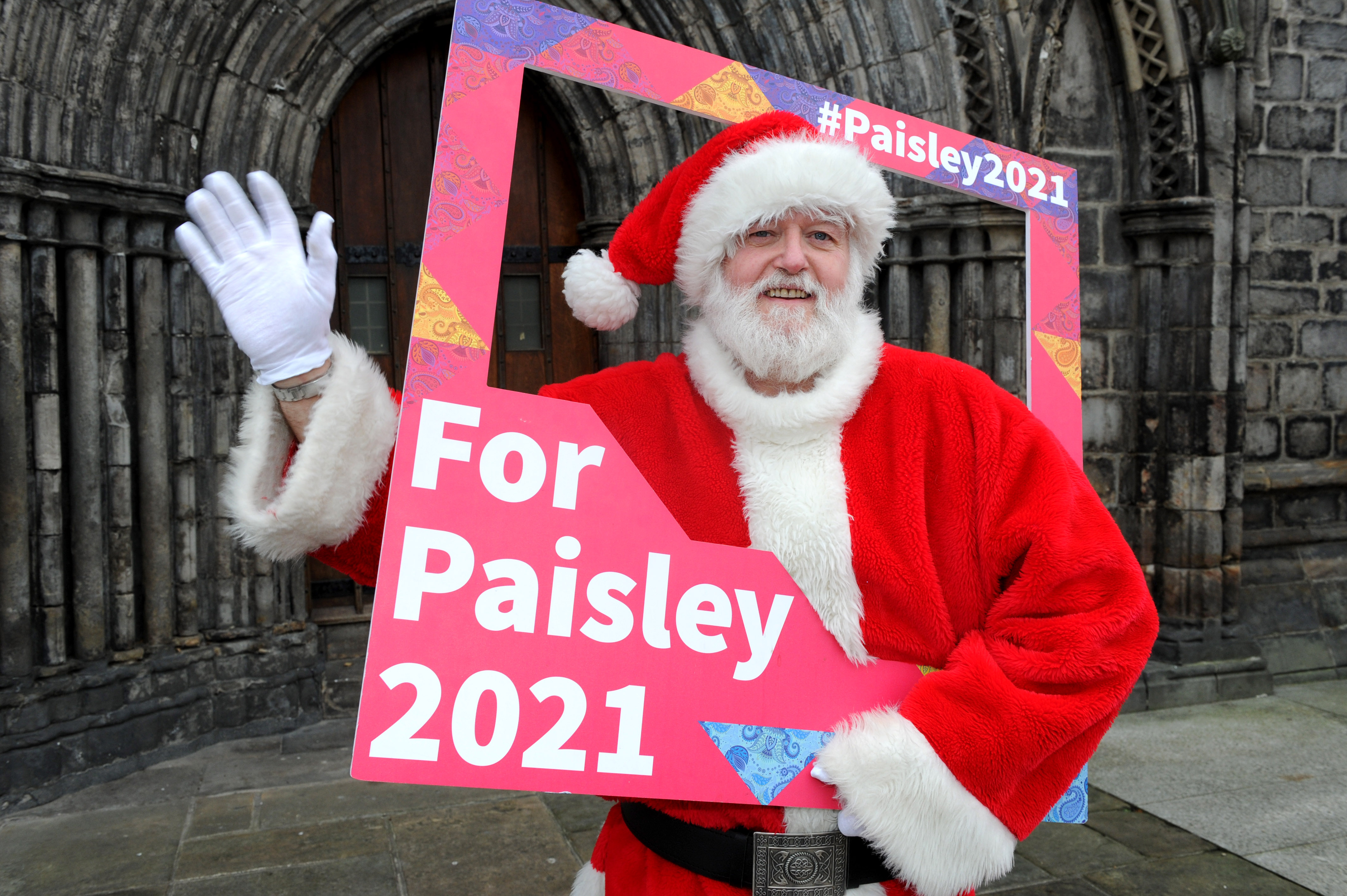 Santa backs the bid for Paisley 2021