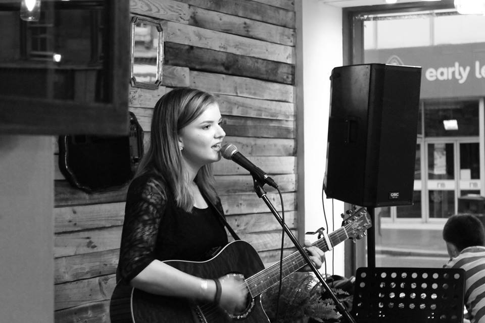 Singer Lisa Kowalski to film first music video on streets of Paisley