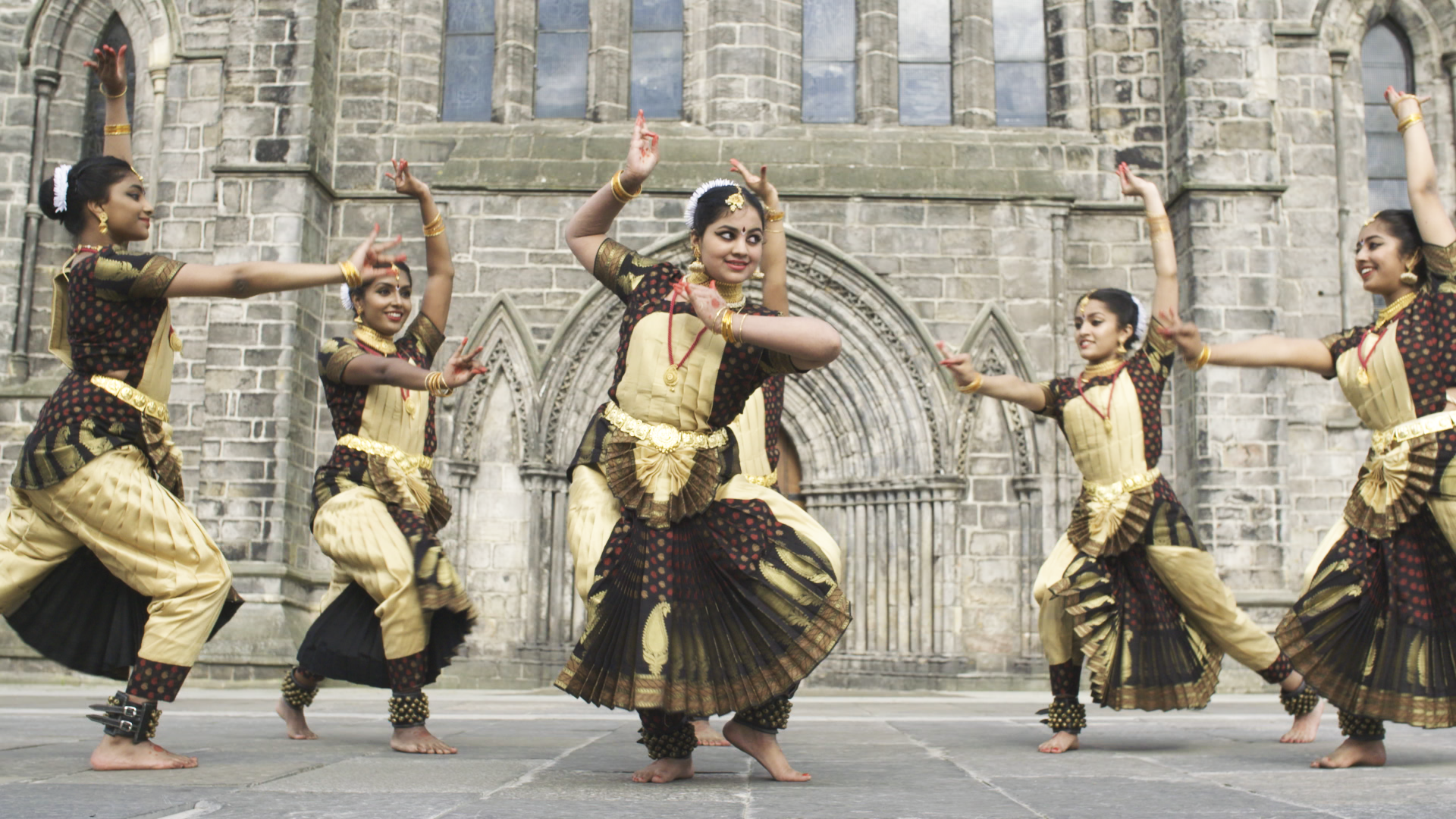 Paisley marks Indian independence anniversary with stunning dance video