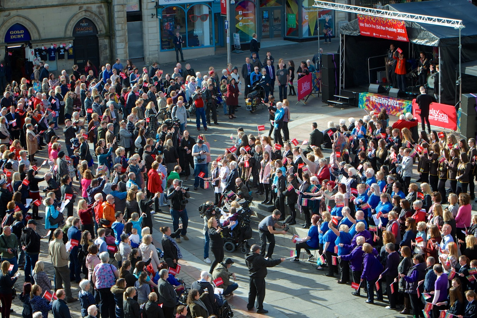 Massed choirs give emotional send-off to Paisley 2021 bid