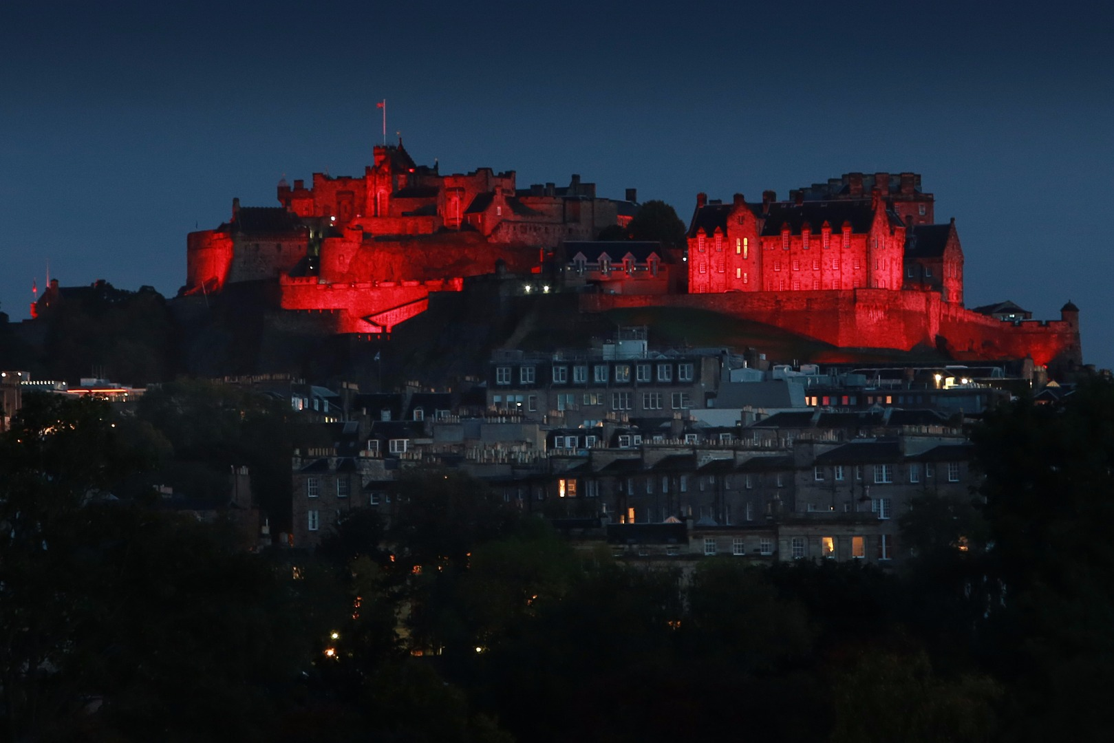Edinburgh Castle lights up for Paisley 2021 001 SA .JPG