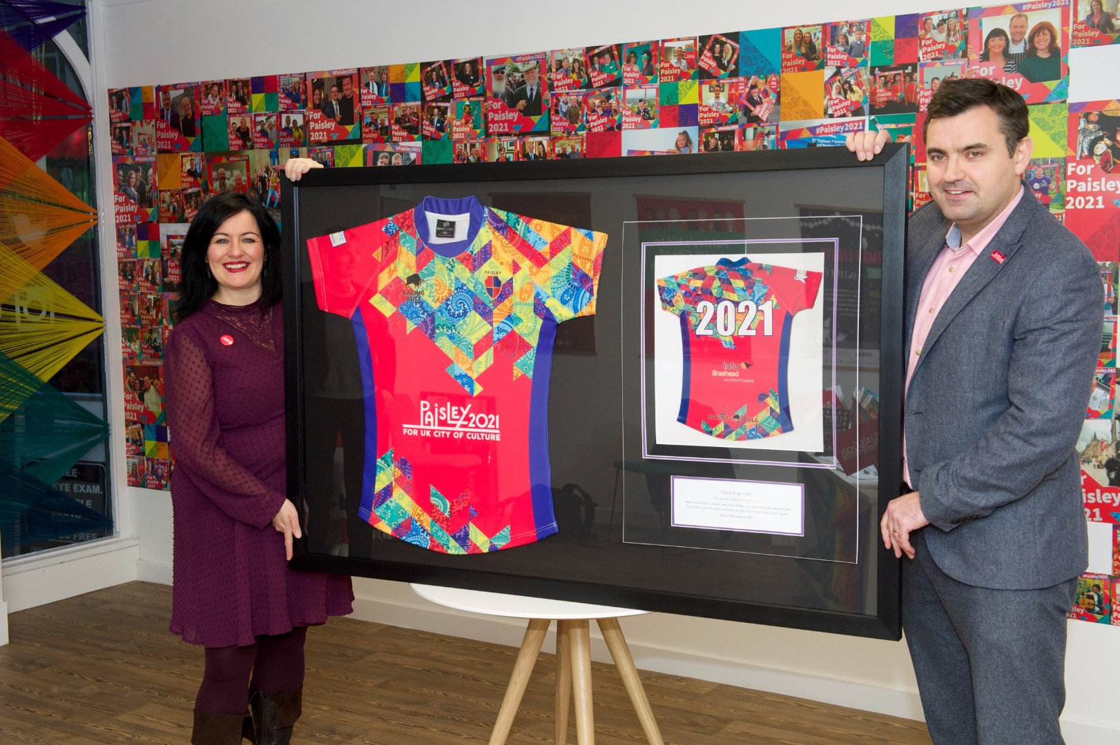 MP Gavin Newlands presents framed rugby shirt to Paisley 2021 bid team