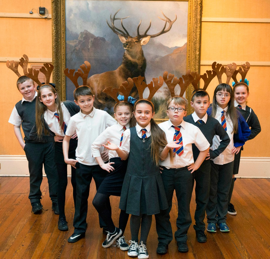 Renfrewshire pupils get sneak preview of iconic Monarch of the Glen painting